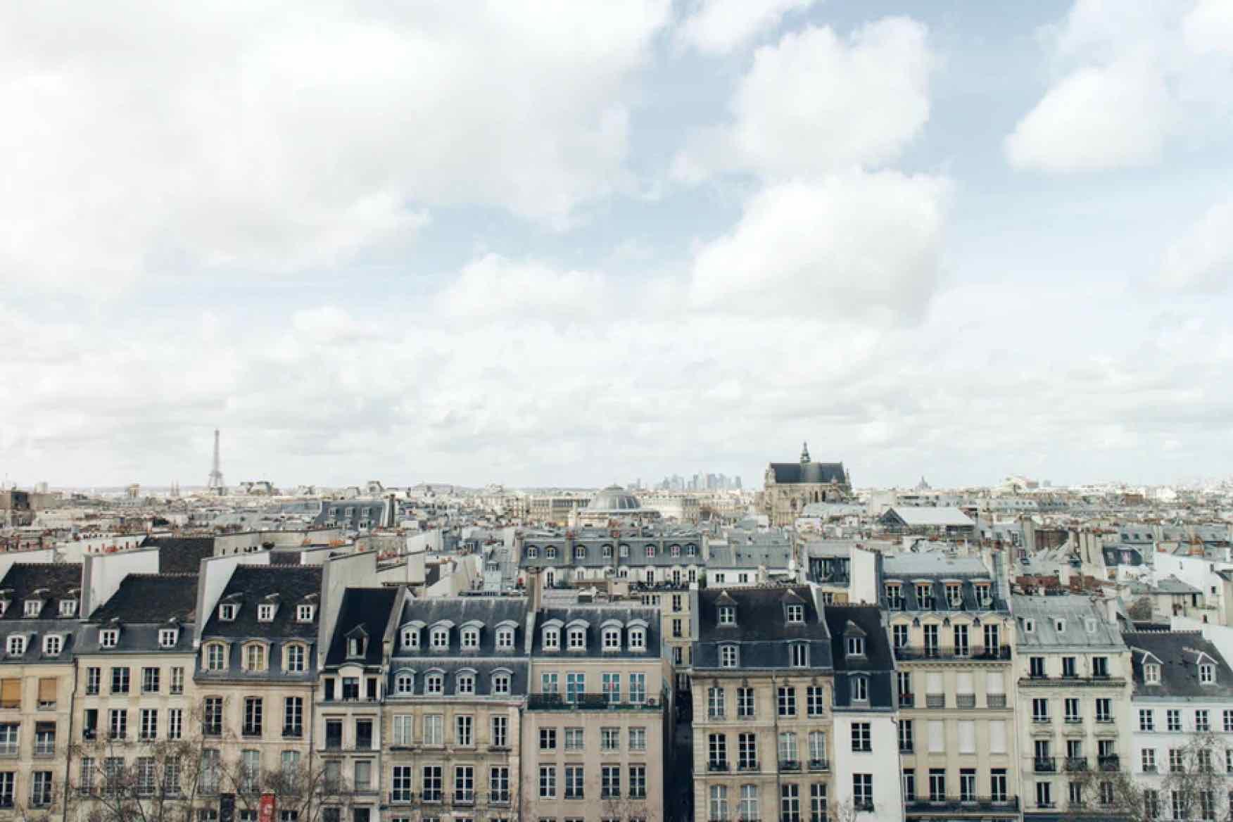 Paris avec la tour eiffel en fond